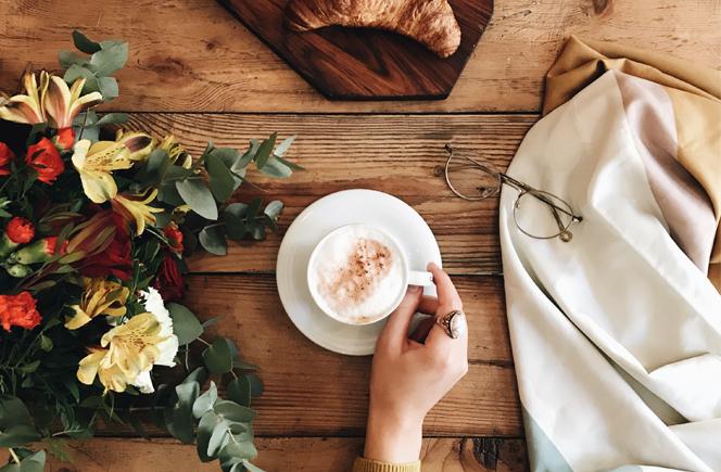 flores en casa café