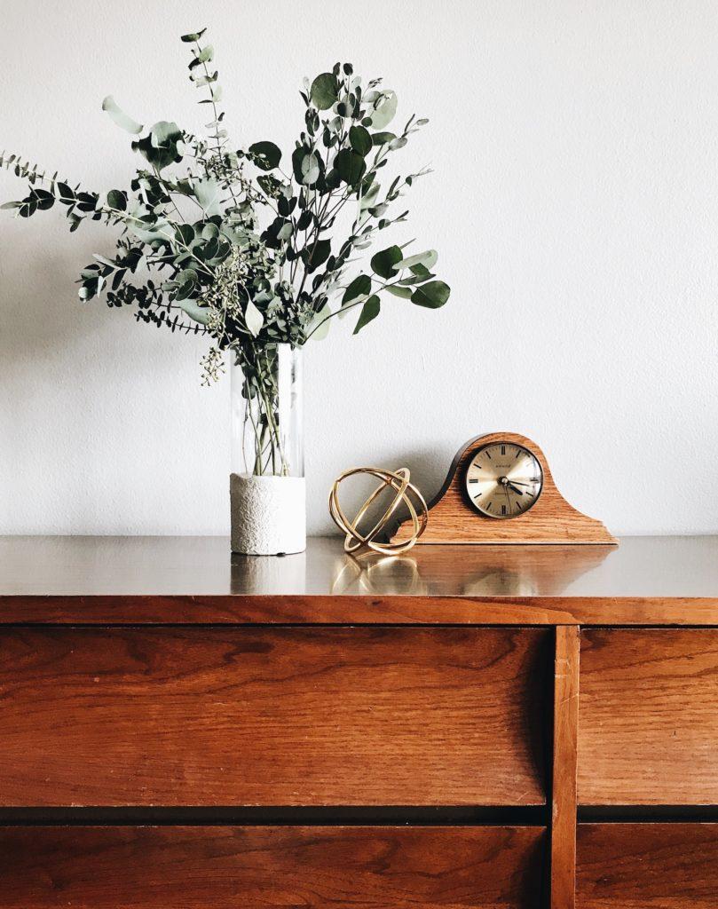 eucalipto en mueble