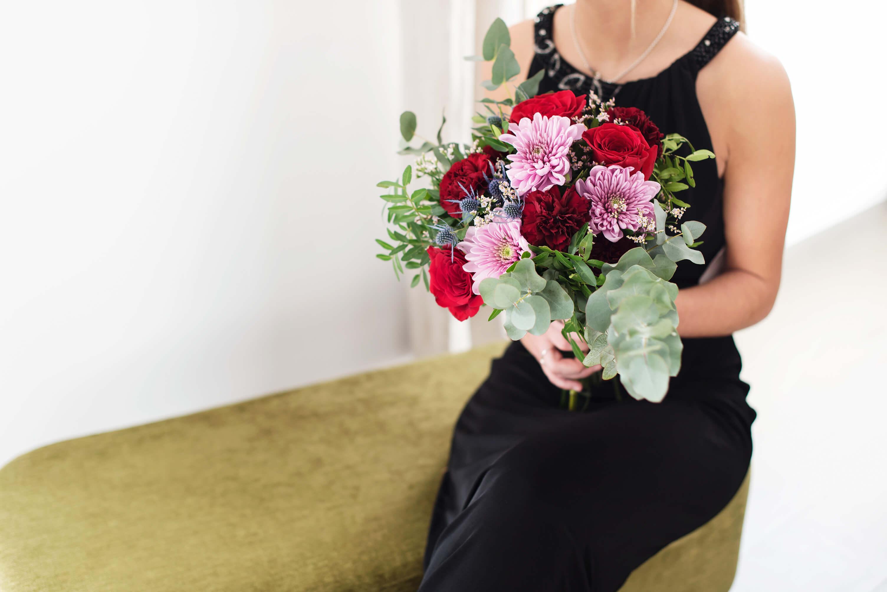 Glamorous - ramo de flores con crisantemos y rosas para san valentin