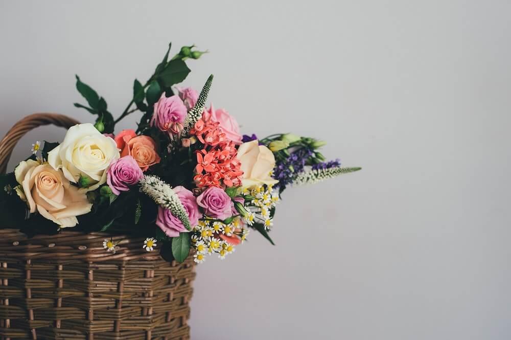 recolectar flores cesta