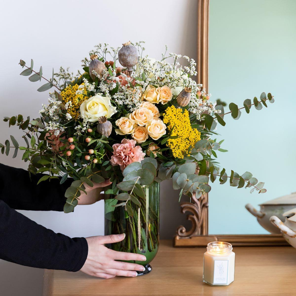 ramo de flores con claveles y rosas dia madre
