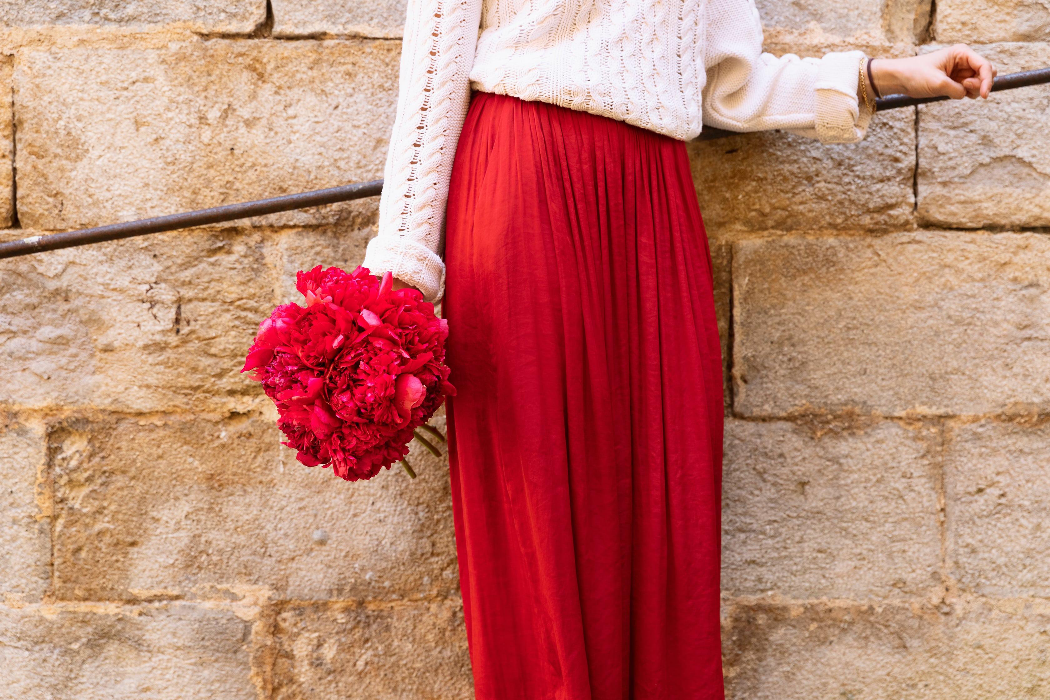 SCARLETT_ramo de peonias rojas colvin-min