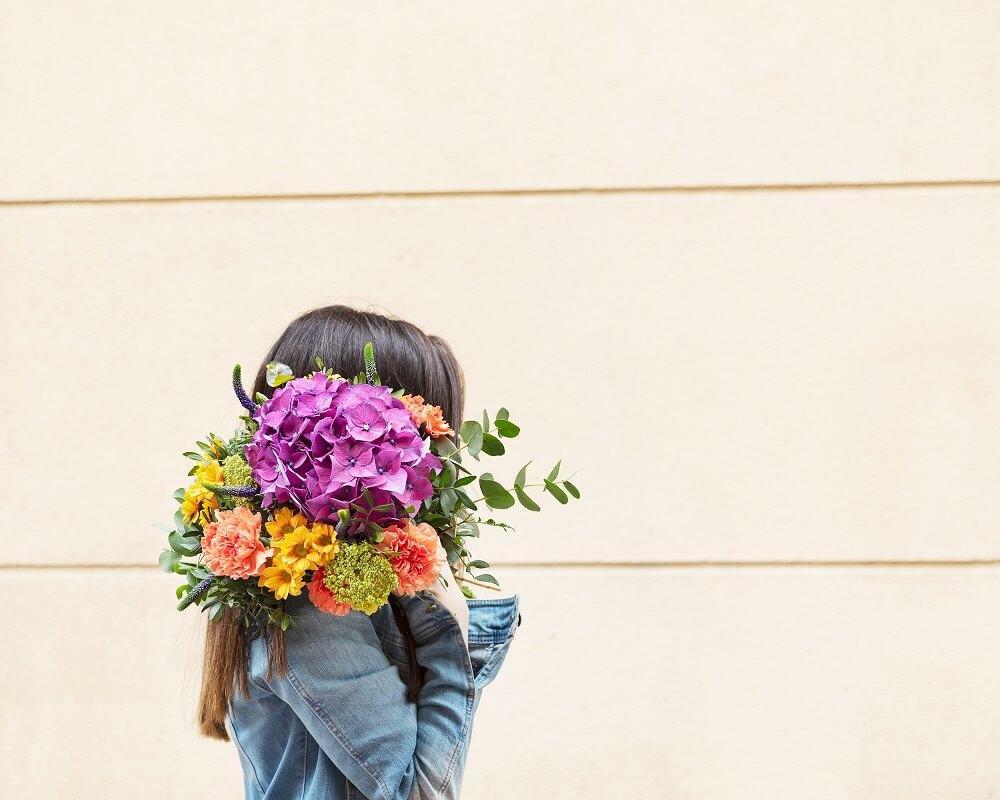 ramo de hortensias y crisantemos