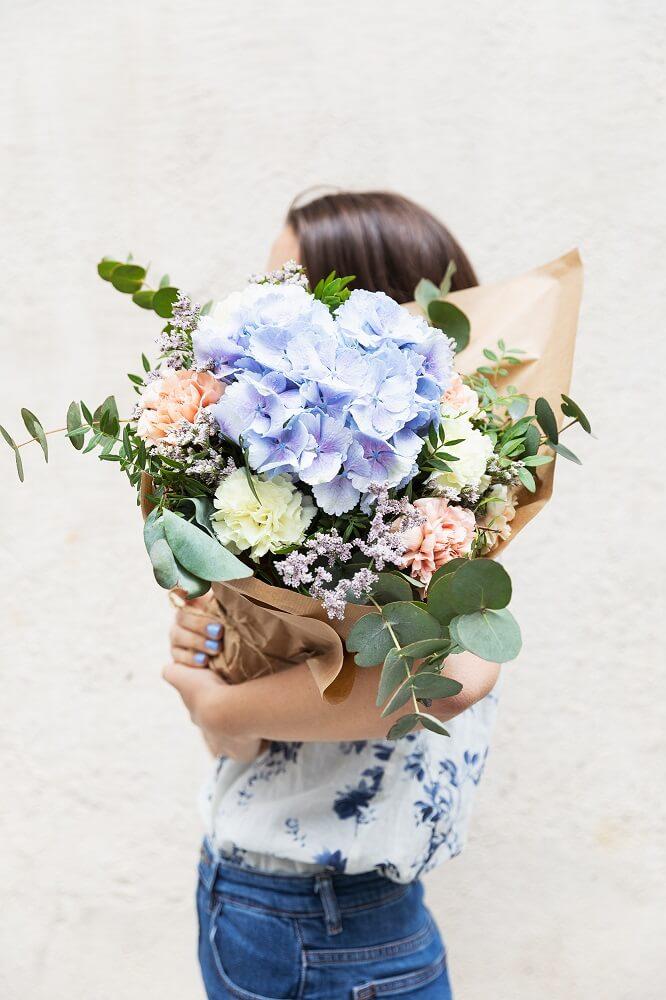 ramo de hortensias azules