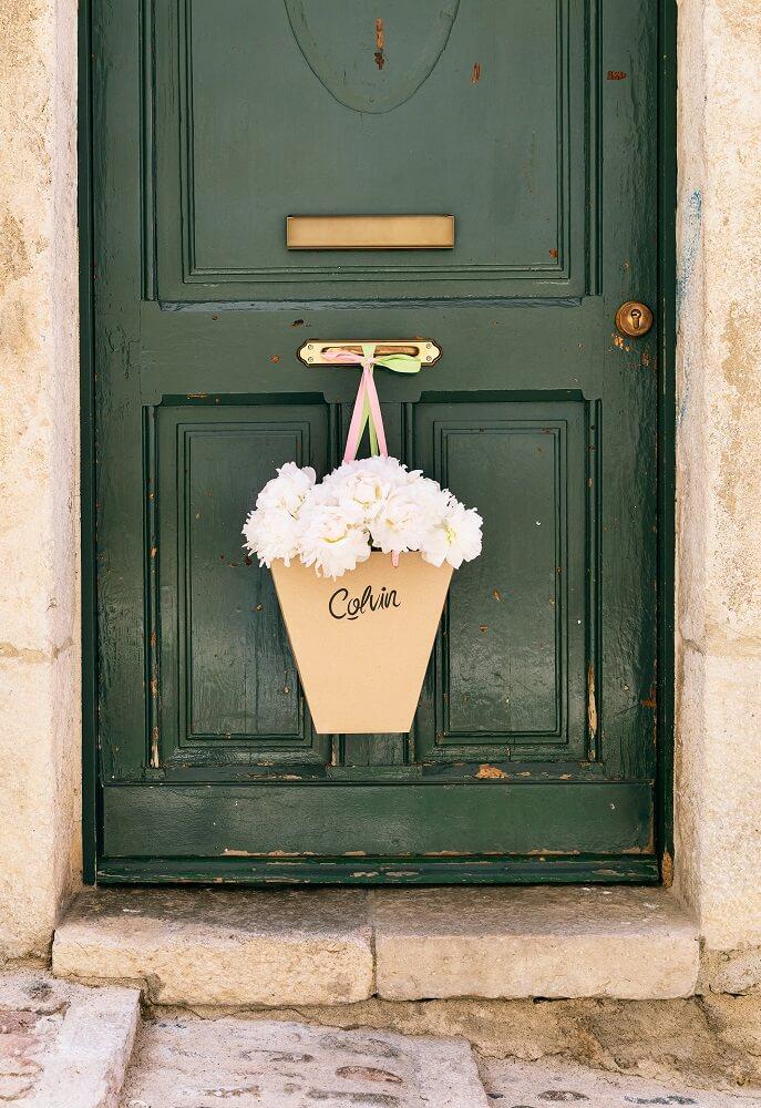 peonías blancas puerta