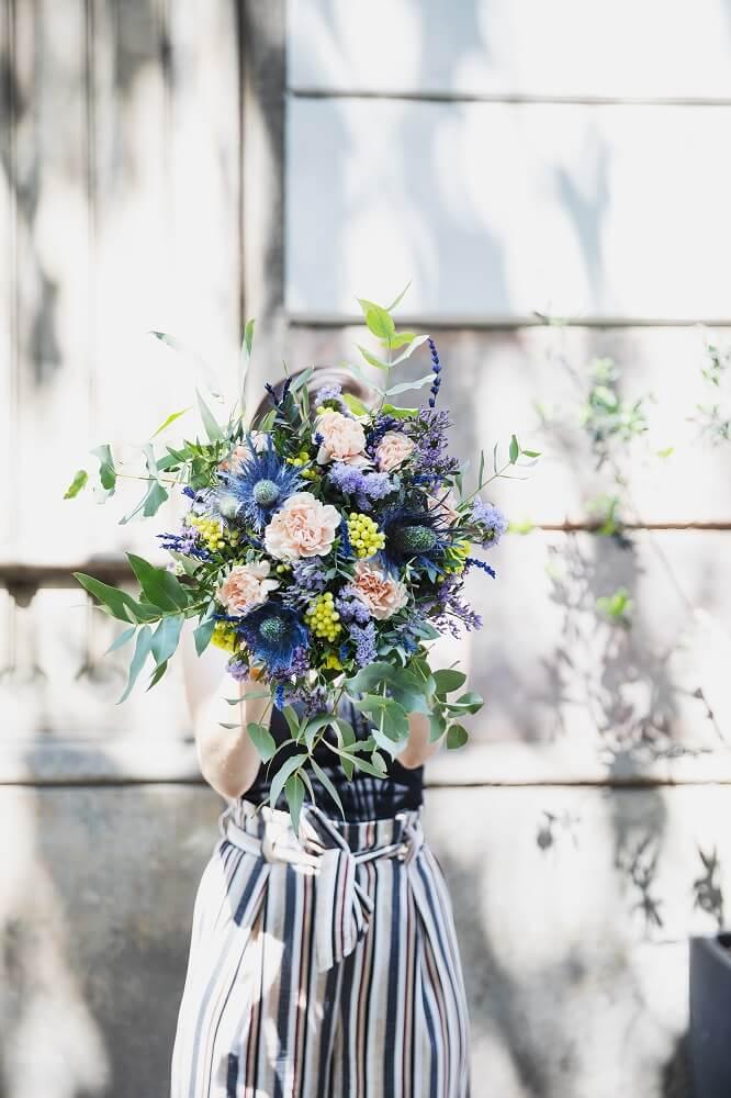 ramo de flores con eryngium