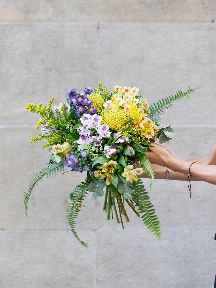 ramo de flores con protea