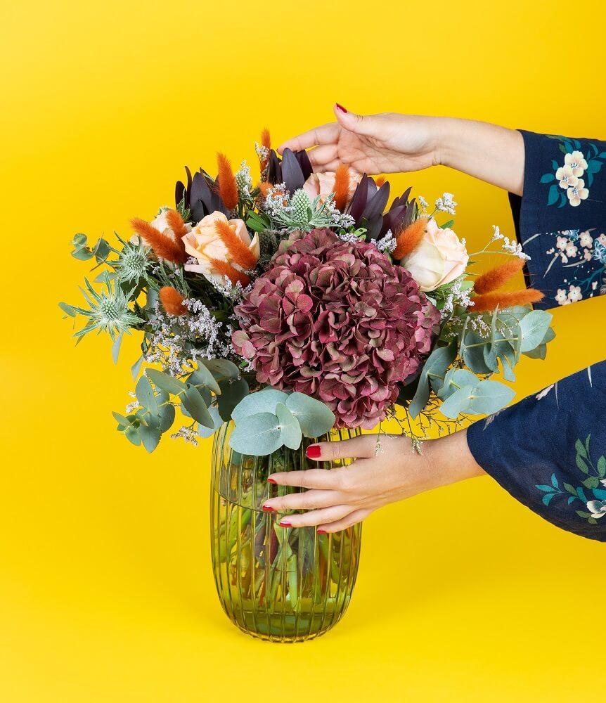 jopito en ramo de flores