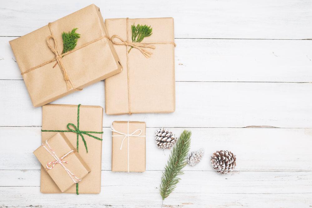 Cómo envolver regalos con flores