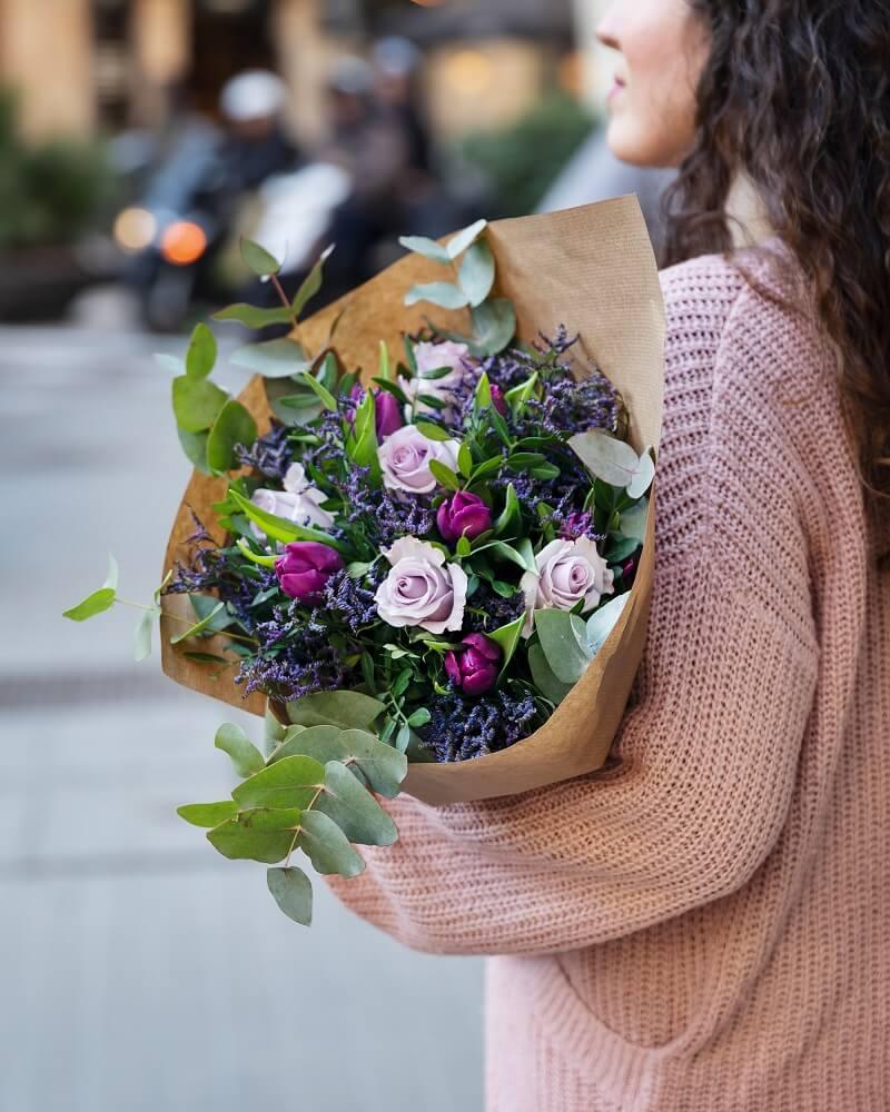 flores violeta para el día internacional de la mujer