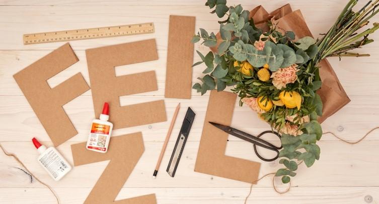 letras florales de cartón
