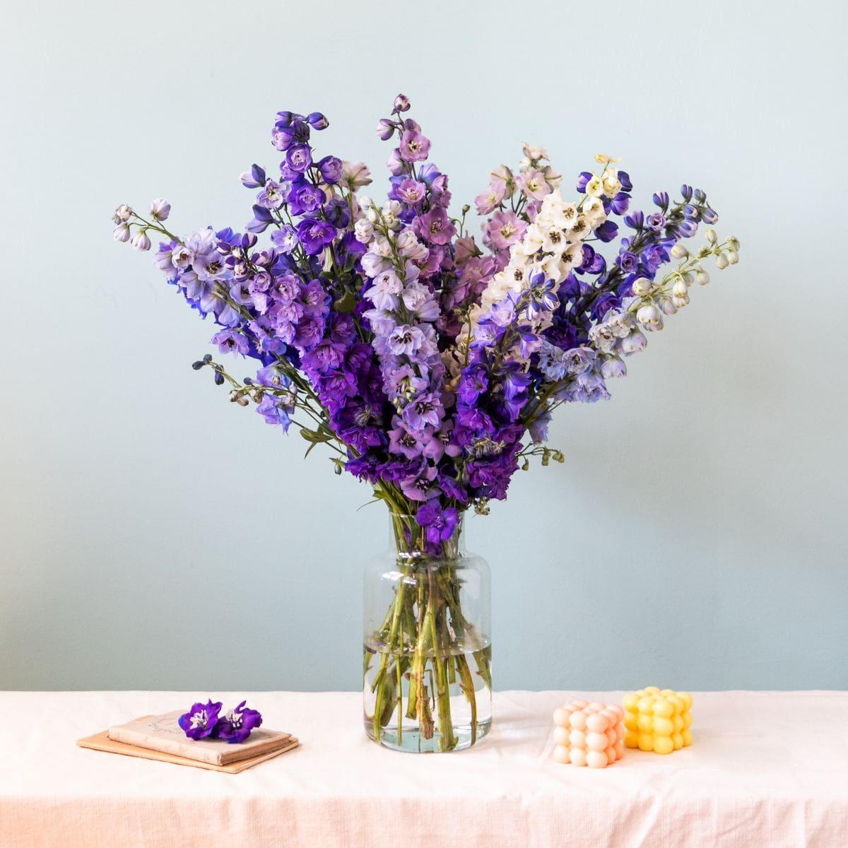 ramo de flores con delphinium