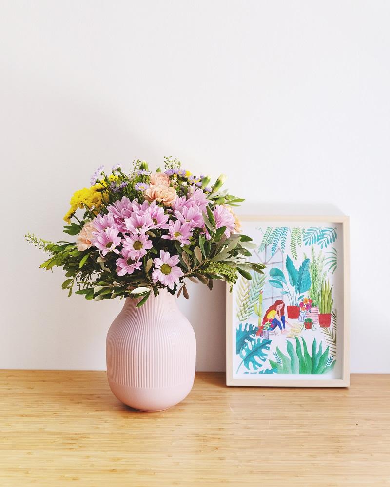 Ilustración y ramo de flores