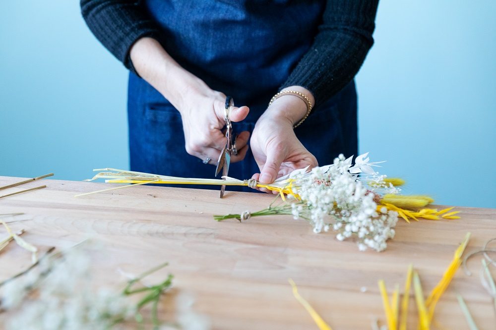 tutorial con flor seca cortar tallos