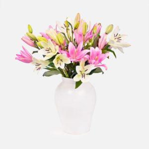 ramo de flores con lirios blancos y rosas dia de la madre