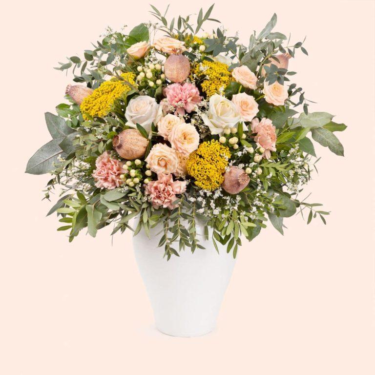 ramo con rosas y claveles dia de la madre