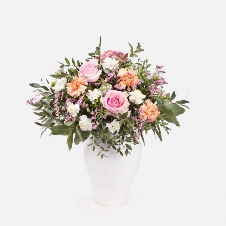 ramo flores con rosas y claveles dia de la madre