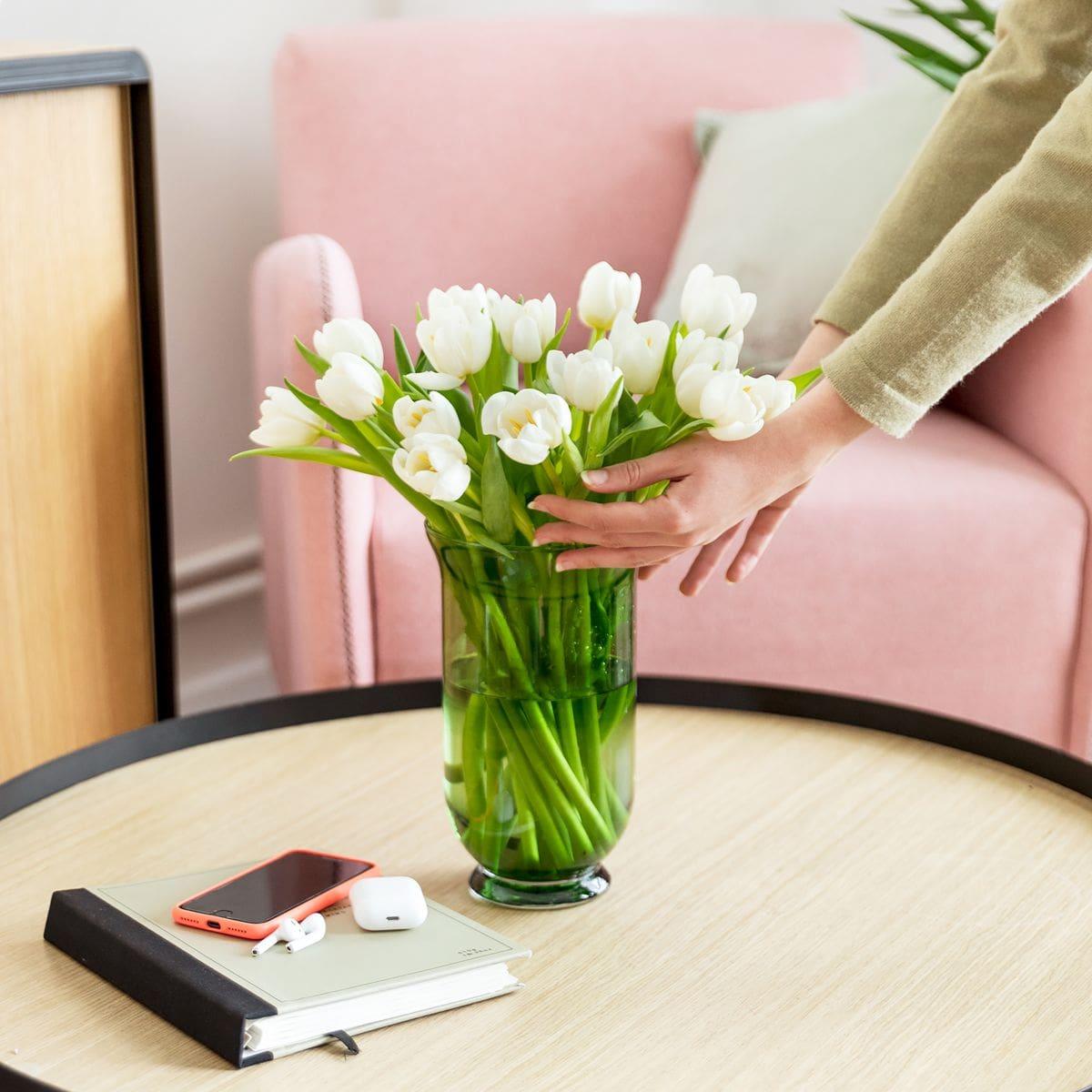 bouquet di tulipani bianchi per la festa della mamma