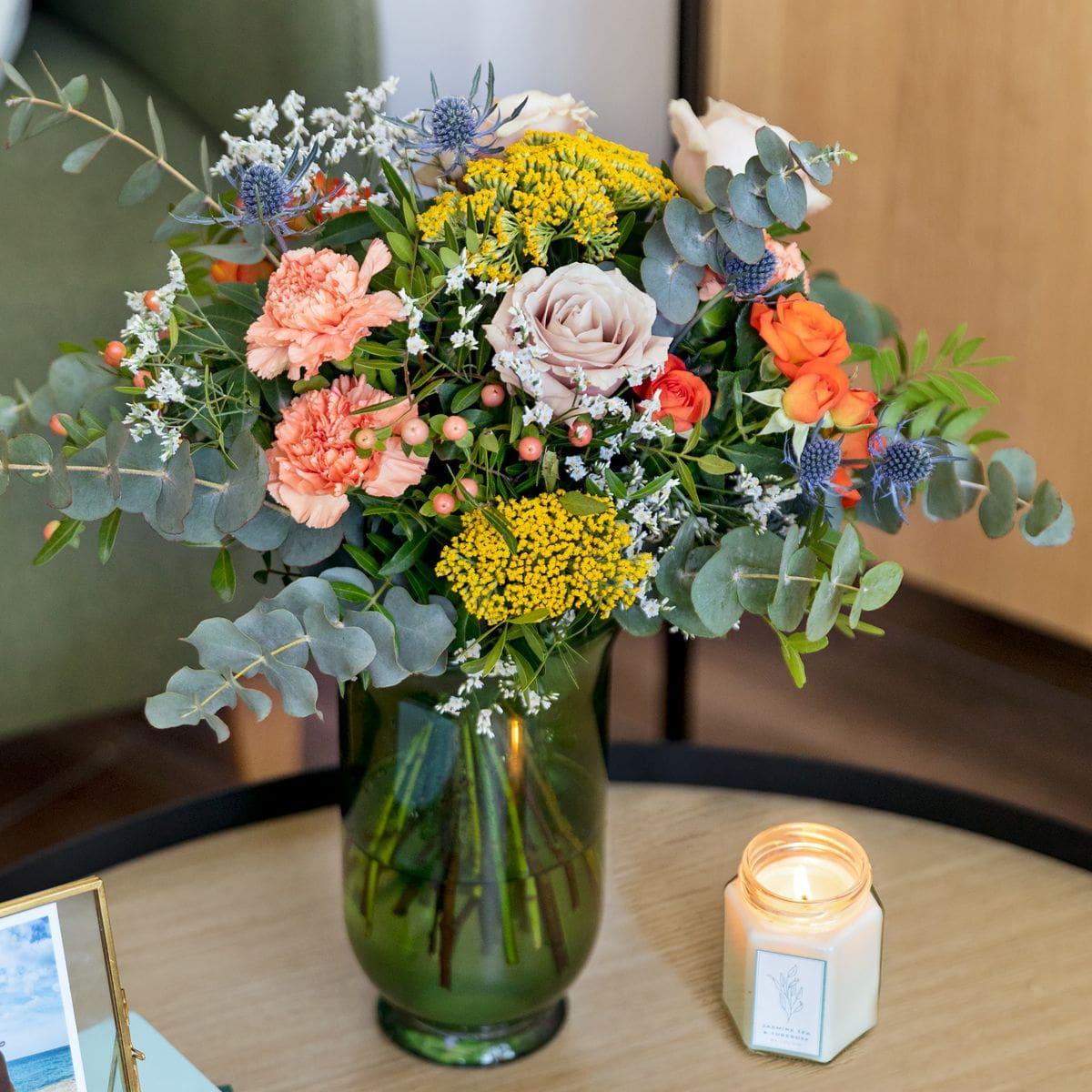 bouquet con rose arancioni e achillea per la festa della mamma