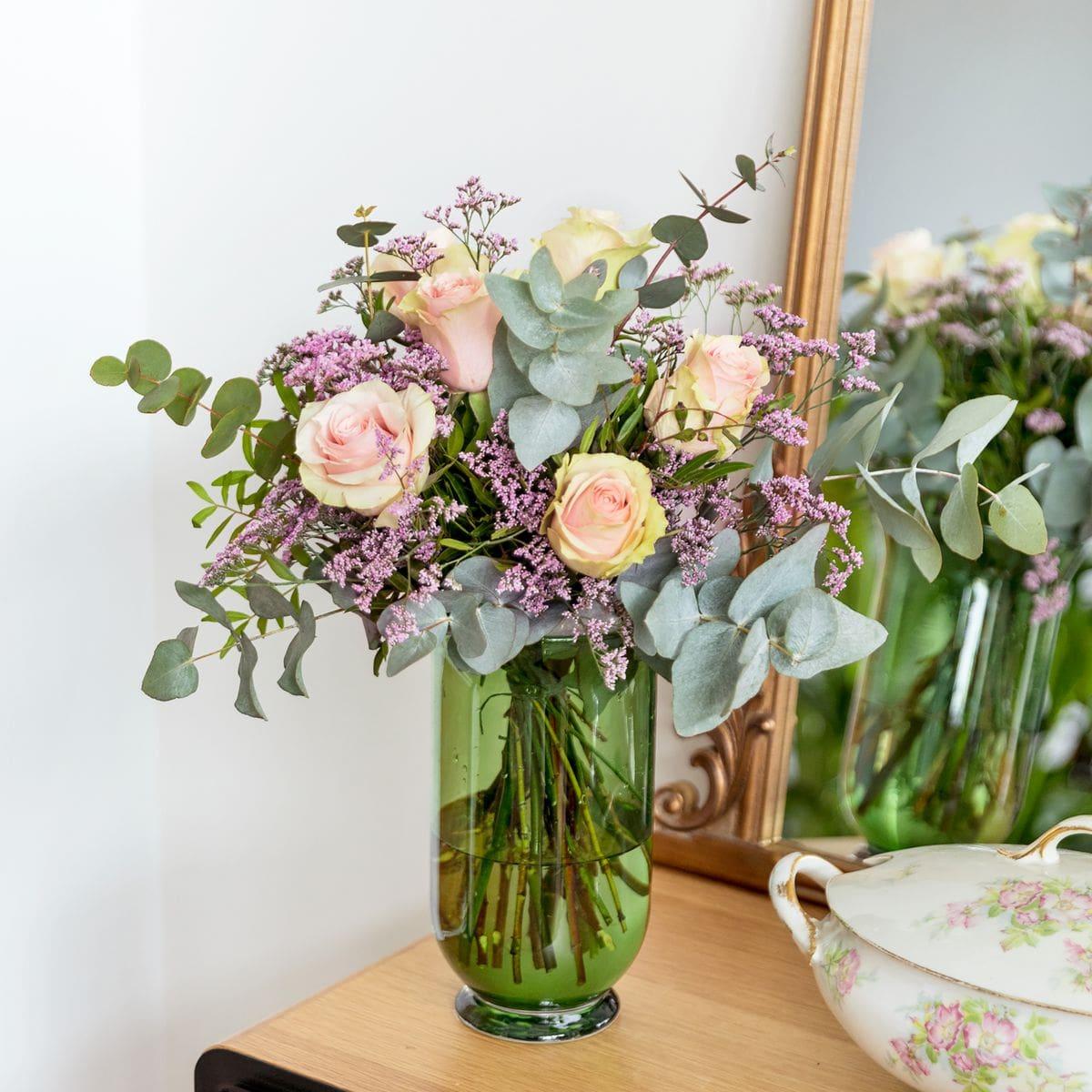 bouquet di rose rose e limonium per la festa della mamma