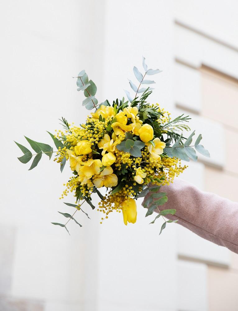 donne italiane fiori