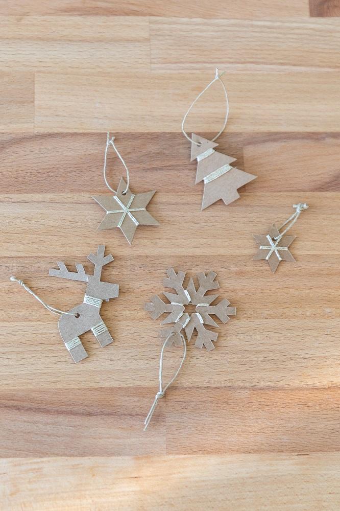 decorare l'albero di Natale passo 7