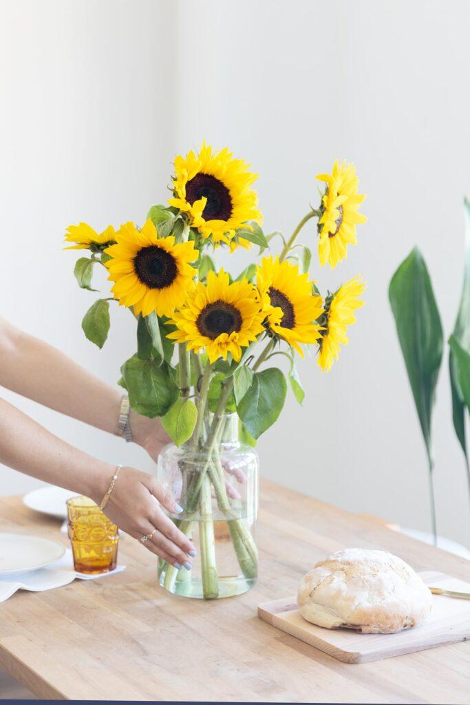 Come prendersi cura di un bouquet di girasoli? Trucchi per farlo durare più a lungo