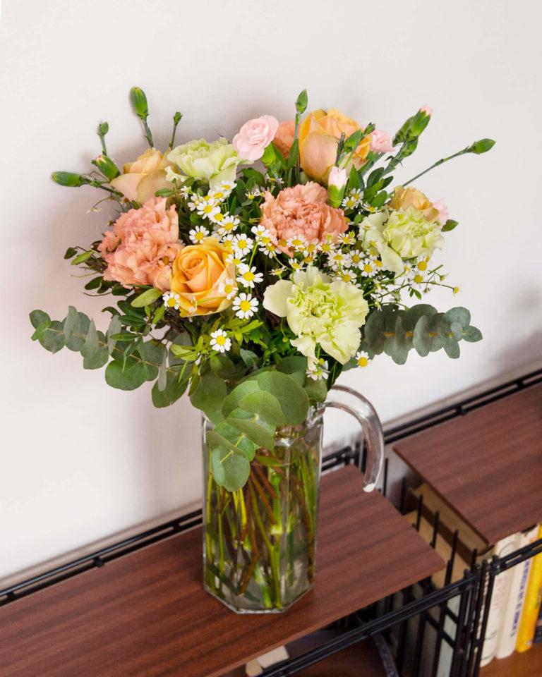 Fiori multicolore in vaso
