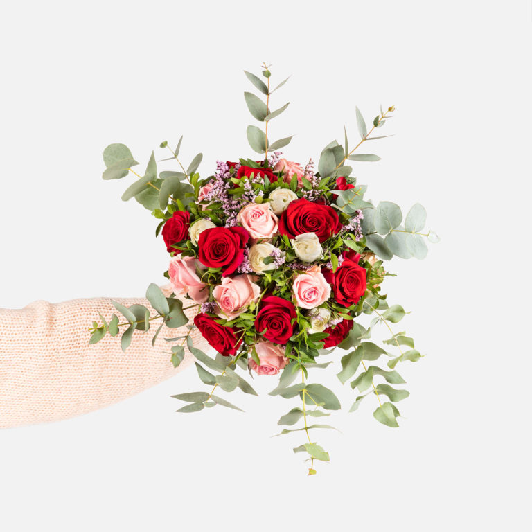 Bouquet di rose di colore rosso e rosa