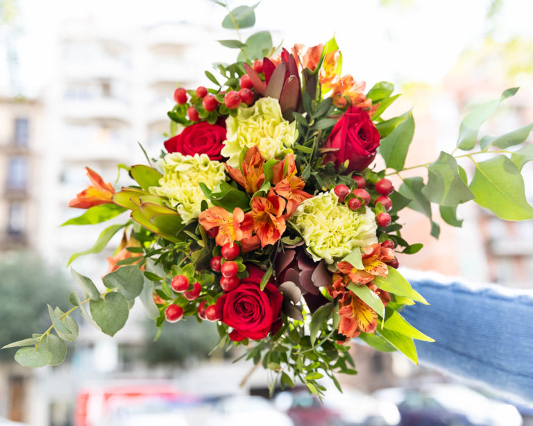 Composizione di fiori dai colori vivaci