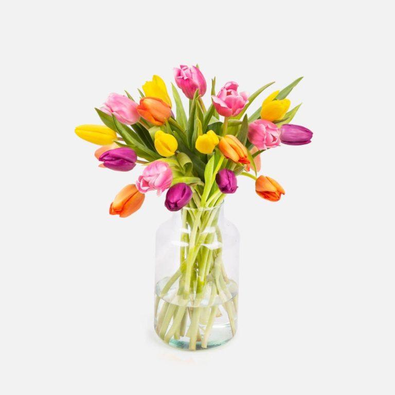 bouquet di fiori con tulipani per la festa della mamma