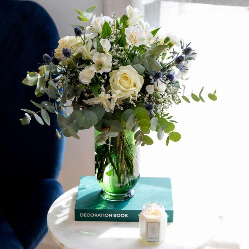 pack regalo bouquet di rose, vaso e candela per la festa della mamma