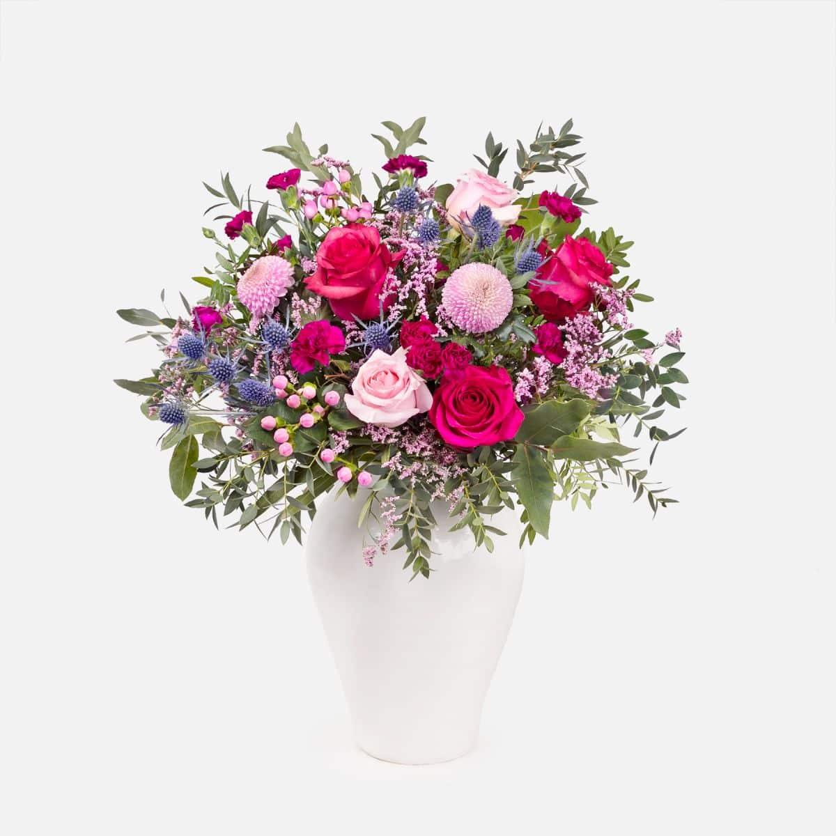 bouquet con rose e crisantemi per la festa della mamma
