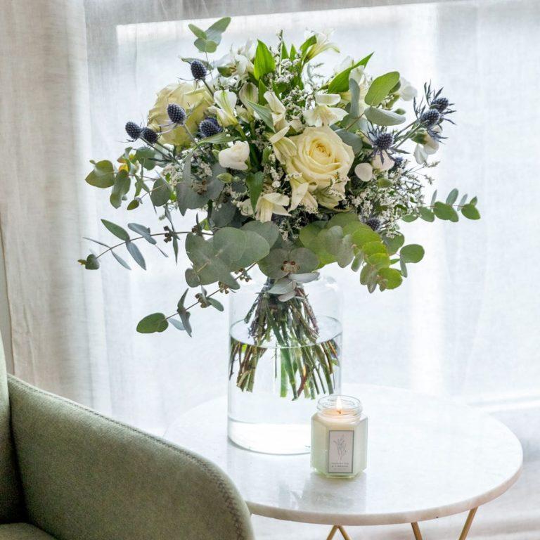 pack de oferta ramo de rosas, vaso e vela dia da mãe
