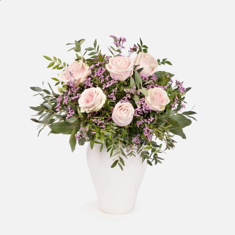 ramo de rosas e limonium dia da mãe