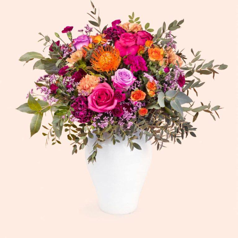 ramo con rosas e dianthus dia da mãe