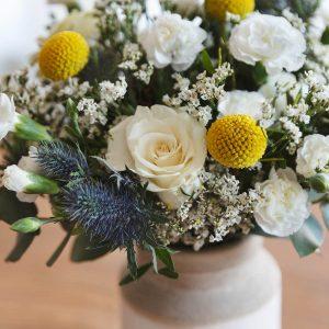 Arranjo de flores multicolor para a mãe